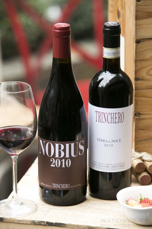 TRINCHERO酒莊推薦酒款 - Nobius 2010(左)、Barbera d'Asti Terra del Noce 2010(右)。