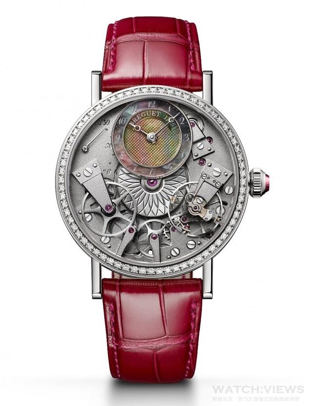 Tradition Dame 7038自動上鏈女裝腕錶,18K白金錶殼,直徑37毫米,錶圈鑲有68顆(約0.895克拉)圓鑽,錶冠鑲有人造寶石,大溪地珍珠母貝偏心時分小錶盤,時、分、逆跳秒針,505SR自動上鍊機芯, 50小時動力儲備,倒置直線槓桿擒縱機構配矽質棘爪及矽質寶璣擺輪游絲,藍寶石水晶玻璃鏡面及底蓋,防水30米,鱷魚皮錶帶。