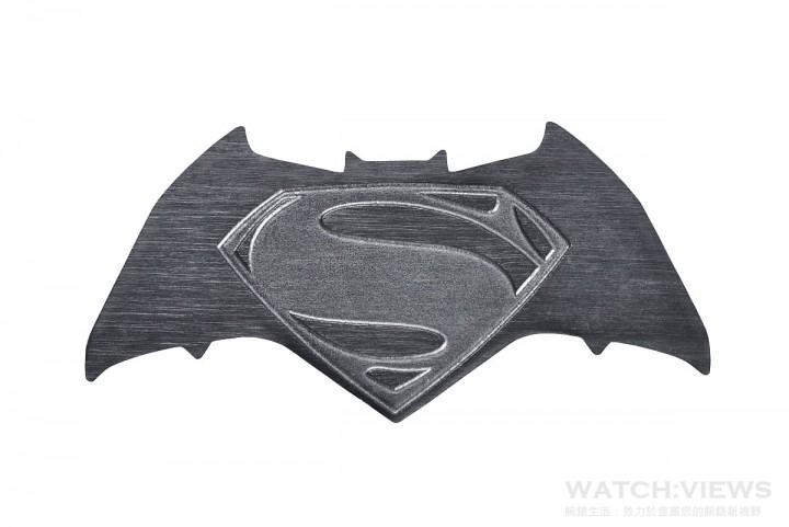 刻印Batman v Superman 標誌金屬襟章