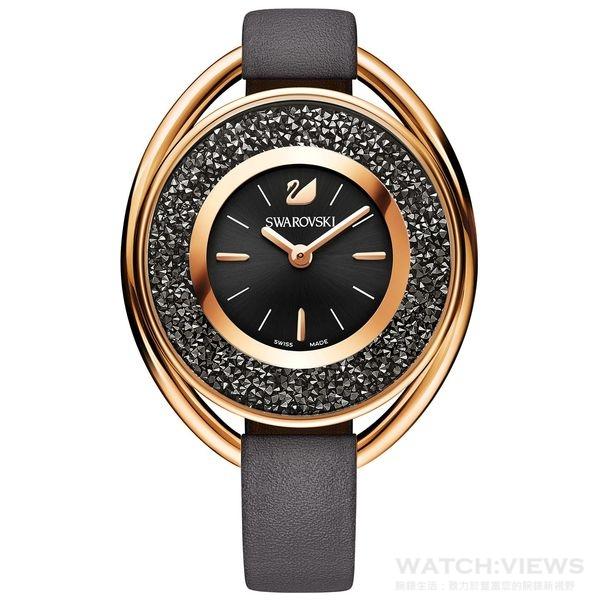 時尚矚目的 Crystalline Oval 手錶,綴有1,700多顆小巧 Swarovski 水晶,為流線型錶殼注入極致光彩。兩款優雅迷人的2016秋冬色彩版本,皆以玫瑰金搭配黑色或白色來增添柔美點綴,展現別出心裁的現代美學。CRYSTALLINE OVAL手錶$14,900