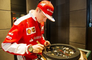 世界一級方程式冠軍車手Kimi Raikkonen閃電造訪HUBLOT宇舶表台北專賣店