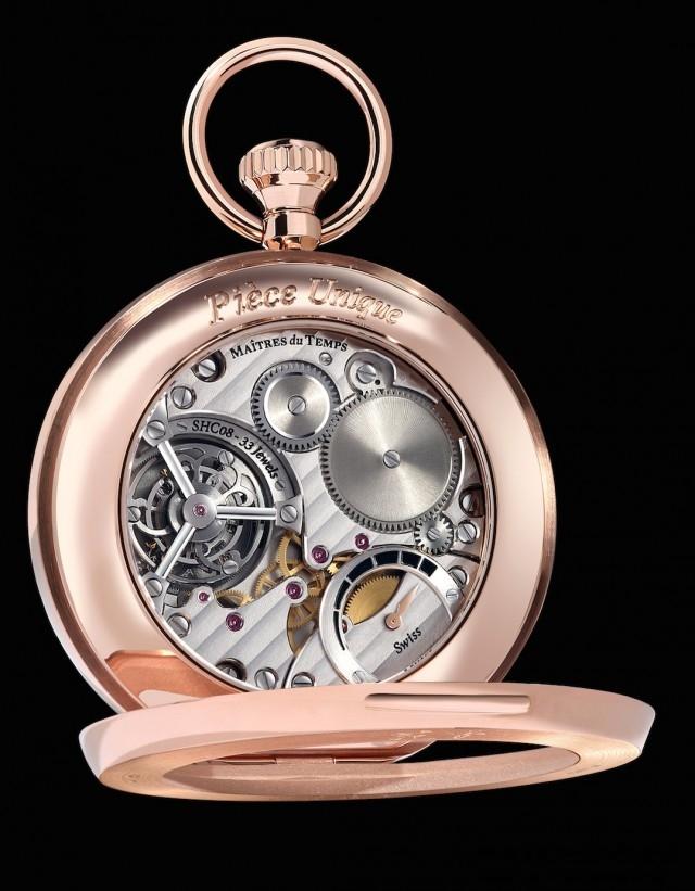 Maîtres du Temps Fine Arts Chapter精細工藝懷錶搭載Caliber SHC08機芯手上鍊機械機芯,機芯面有動力儲存指示器和一分鐘陀飛輪,裝飾有日內瓦波紋,珍珠紋,手工斜鑲,拋光螺絲,直紋鋼結構。