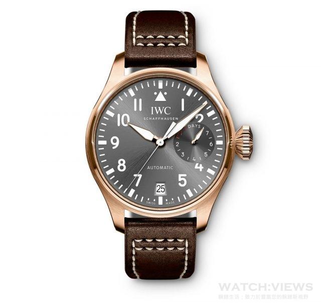 Big Pilot's Watch Spitfire 18K玫瑰金錶殼,錶徑46毫米,時、分、秒,日期顯示,7日動力儲存指示,51111自動機芯,藍寶石水晶鏡面,底蓋鐫刻噴火戰機圖騰,防水60米,搭配Santoni皮錶帶。建議售價:NT$ 936,000
