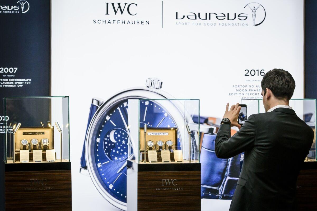 十全十美:IWC喜推柏濤菲諾月相自動腕錶37「勞倫斯體育公益基金會」特別版