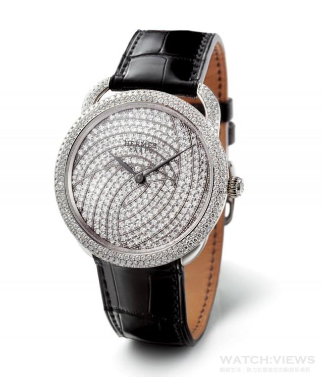 Arceau Galaxy訂製珠寶錶 Arceau Galaxy訂製珠寶錶,其名來自於錶盤上滿滿的鑽石排列出有如銀河系旋臂的圖形,每一顆熠熠生輝的鑽石就像銀河裡閃耀的恆星。
