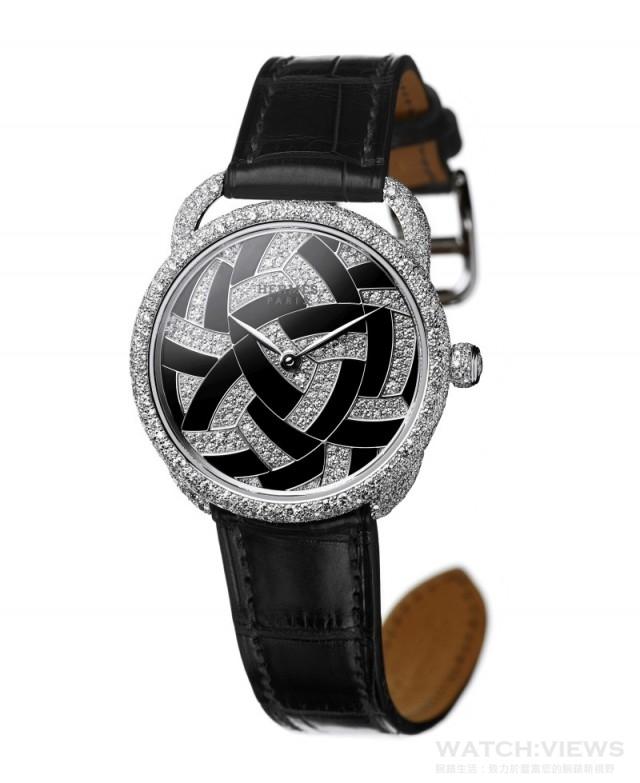 Arceau Temari訂製珠寶錶 靈感來自日本傳統手毬(Temari)工藝的Arceau Temari訂製珠寶錶,結合雪花鑲鑽和寶石鑲嵌等非凡工藝於一身。