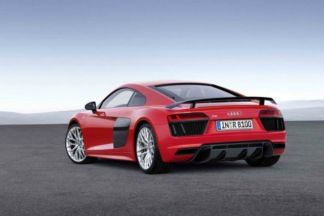 歷經近十年的淬鍊與持續精進,The new Audi R8 高性能雙門超跑以追求極致速度和性能演繹為出發點,同時具備了源自賽道的純正血統,徹底釋放出與生俱來的競速本格!(圖為Audi R8 V10 plus車型)