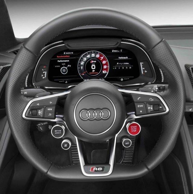 源自R18 e-tron quattron賽車的設計概念,The new Audi R8 的駕駛座艙鋪陳和介面工程同樣源自其濃烈的賽道基因,原廠將車輛主要功能整合為衛星控鍵,直接設置於Audi R8 V10 plus握感絕佳的高階平底式真皮賽車多功能方向盤上,並增加可控制排氣管聲量及Performance駕駛模式按鍵旋鈕等功能,搭配醒目的紅色Start引擎啟動鈕、Audi drive select模式切換、換檔撥片、影音系統旋鈕、衛星導航、藍牙通訊系統等,標準競技化界面讓駕駛者只需在彈指之間即可操作所有功能。