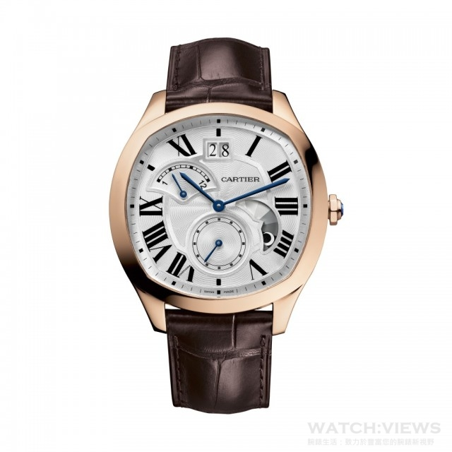 Drive de Cartier小複雜功能腕錶,18K玫瑰金錶殼,錶徑40 x 41毫米,1904-FU MC型自動上鍊機芯,日內瓦印記,時、分、小秒針、大日期、第二時區、晝夜顯示,透明後底蓋,鱷魚皮錶帶,建議售價NTD740,000。