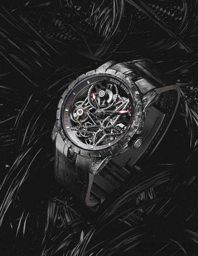 Excalibur Skeleton Automatic王者之劍系列自動上鏈鏤空腕錶 碳纖維SMC複合材料錶殼,直徑42毫米,鏤空錶盤,黑色盤緣 Poinçon de Genève(日內瓦印記) 和swiss made(瑞士製造)字樣,防水30 米,黑色純抺鱷魚皮和橡膠錶帶,黑色DLC鈦金屬可調節折疊式錶扣,RD820SQ自動上鏈機芯,搭載微型擺陀,日內瓦印記,訂價NTD2,145,000。