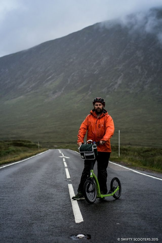 英國冒險家Russel Smith以Swifty Scooters完成21天長征壯舉。