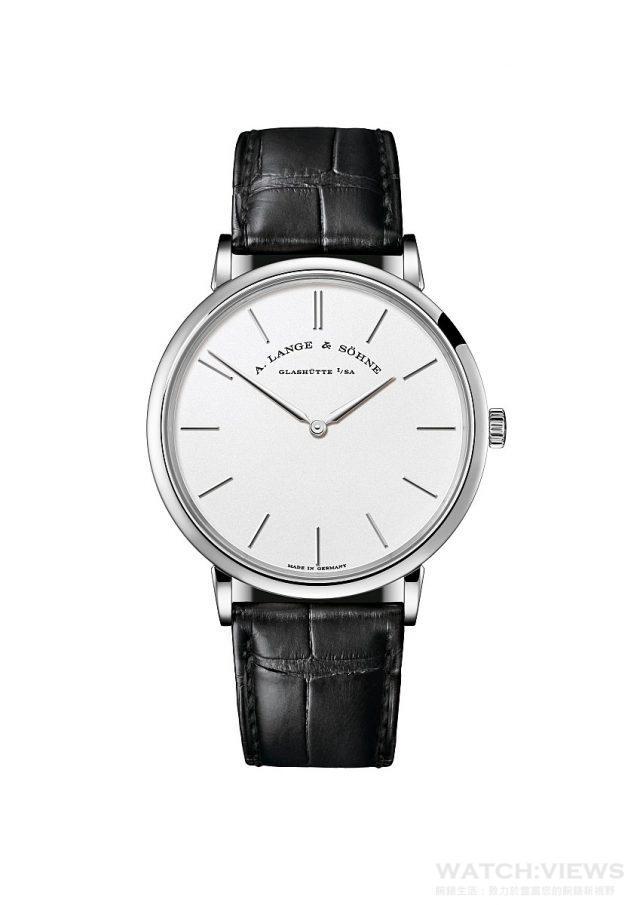 Saxonia Thin 18K 白金或玫瑰金錶殼,錶徑37或40 毫米, 時、分顯示,L093.1 型手上鍊機芯,動力儲存72 小時,鱷魚皮錶帶。
