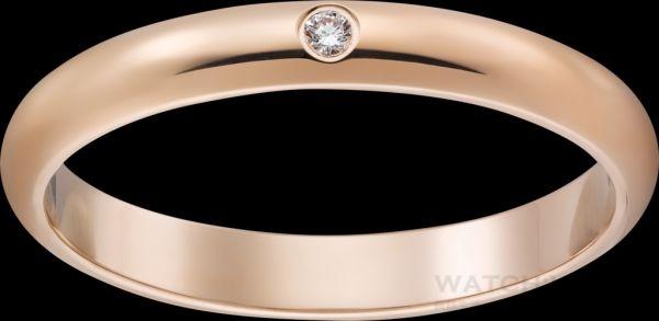 卡地亞經典結婚對戒, 經典結婚對戒,寬 2.5毫米,玫瑰K金,鑲嵌一顆圓形明亮式切割鑽石。參考價格約NT$ 26,800