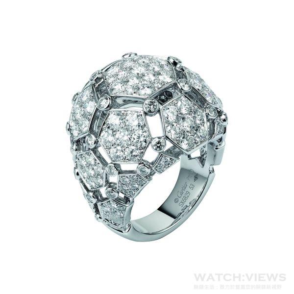 卡地亞頂級珠寶繡球花造型鑽石戒指,159顆明亮型切割鑽石,共計3.95克拉。參考價格約NT$ 2,030,000
