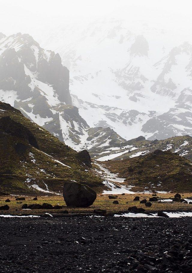 朗格冰原(Langjökull)——山脈與冰川 冷熱融匯之處:冰川覆蓋冰島表面的十分之一,可謂這個島嶼的焦點景觀。最大型的一個名為瓦特納冰原(Vatnajökull),其面積達8,100平方公里,底部為島上其中一個極為活躍的火山。