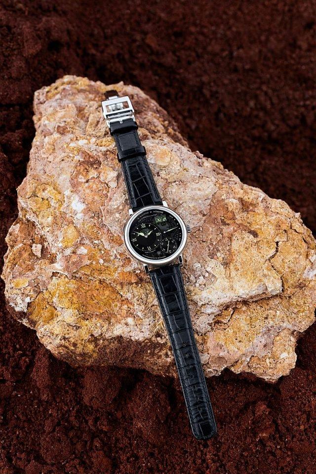 """蒸汽對製作朗格Grand Lange 1 Moon Phase """"Lumen""""有著舉足輕重的作用:錶盤和月相盤的塗層均經專利氣相沉積過程處理,令各個細節更加俐落,色彩更加絢麗。"""