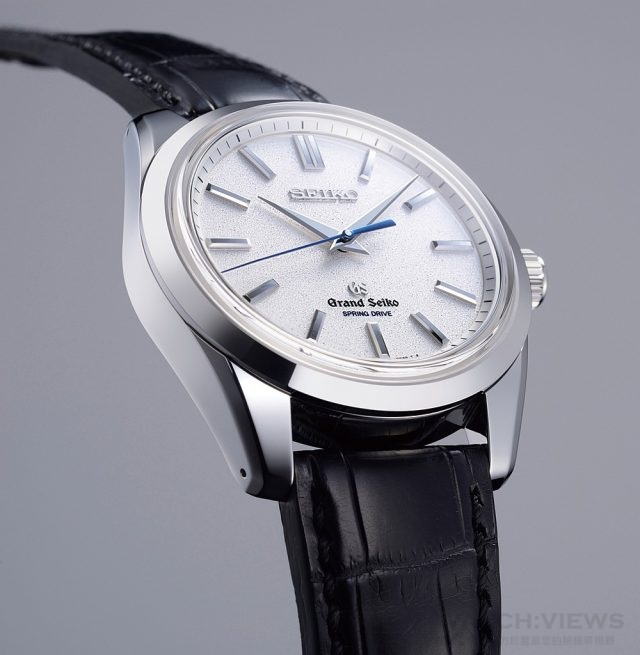 Grand Seiko Spring Drive八日動力儲能腕錶 型號SBGE001,950鉑金錶殼,錶徑43毫米,時、分、中心大秒針、動力儲能顯示(錶背機芯側),9R01 Spring Drive機芯,動力儲存8日,精準度每日+/- 0.5秒內,藍寶石水晶鏡面,防水100米,建議售價NTD1,830,000。