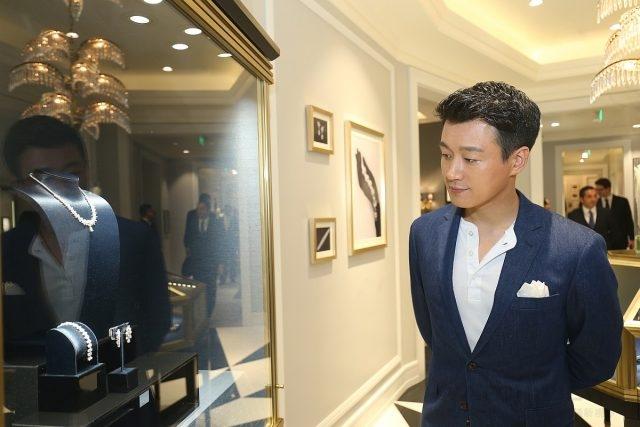 半島酒店與時尚集團特邀佟大為先生參與「非凡匠師巡禮」系列活動一同欣賞海瑞溫斯頓品牌手工藝和傳承。