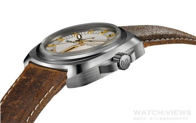 HyperChrome 1616,硬化鈦合金(或高科技陶瓷)錶殼,錶徑46毫米,時、分、秒、日期、星期顯示,ETA C07.621自動機芯,藍寶石水晶鏡面,皮革錶帶,防水100米。建議售價NTD 96,500。