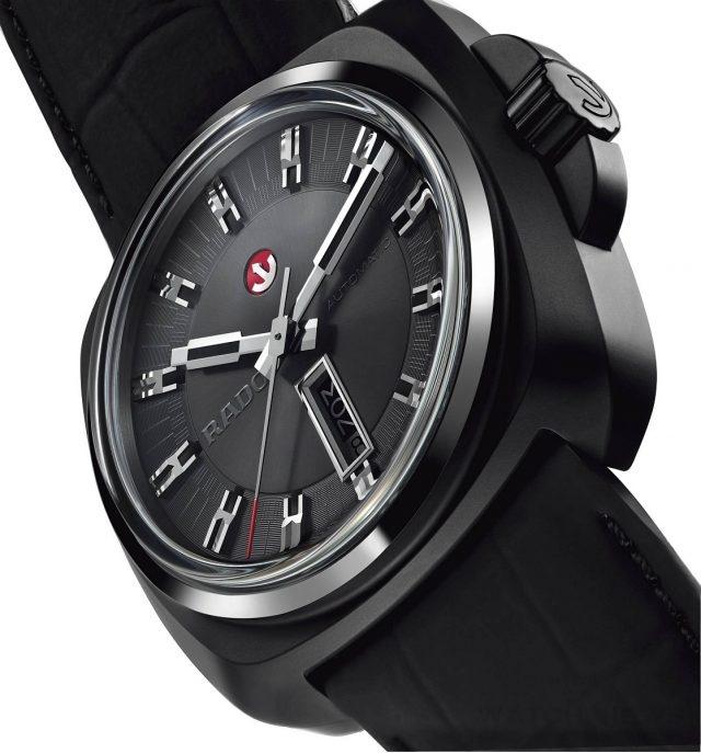HyperChrome 1616,高科技陶瓷錶殼,錶徑46毫米,時、分、秒、日期、星期顯示,ETA C07.621自動機芯,藍寶石水晶鏡面,皮革錶帶,防水100米。建議售價NTD 96,500。