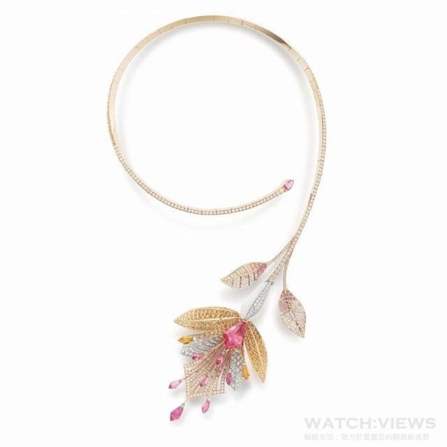 Fleur de Lotus 項鍊,1 顆粉紅碧璽5,30 克拉、3 顆粉紅色碧璽3,56 克拉、315 顆錳鋁榴石11,33 克拉、164 顆粉色剛玉1,09 克拉、509 顆鑽石共6,28 克拉、大理石9,00 克拉,建議售價NTD 10,550,000。