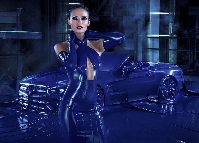 俄羅斯超模Natasha Poly一身超性感曲線畢露緊身裝與乳膠皮緊密包合的Mercedes-Benz SL跑車相互爭艷。