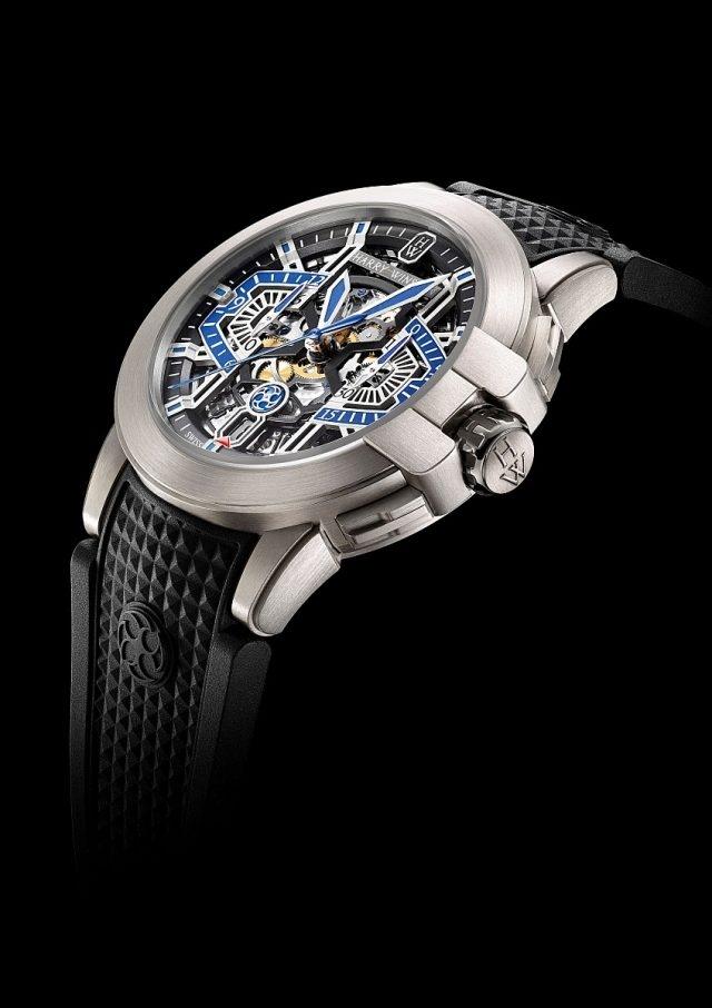 海瑞溫斯頓Project Z系列腕錶錶殼採用的Zalium™鋯合金,是以鋯元素(Zirconium)為基礎的合金材料,質地輕盈卻非常堅固,且具有極佳的抗腐蝕特性。此一海瑞溫斯頓擁有獨家專利的特殊材質,在2004年首次運用於獨具創意的Project Z腕錶系列中,成為將此種特殊合金運用到高級製錶領域的首開先河之作。