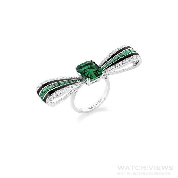 Ruban Graphique 蝴蝶結戒指, 鑲嵌一顆3.70克拉哥倫比亞祖母綠。