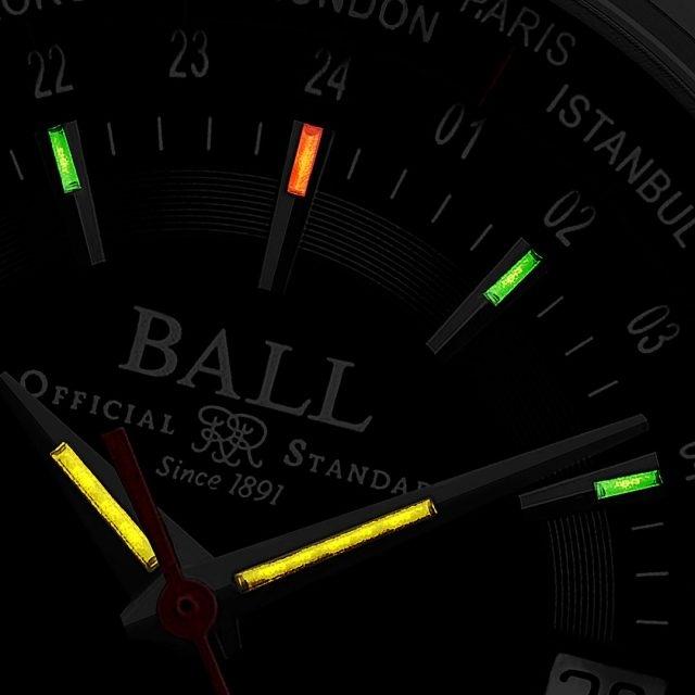 Trainmaster Worldtime型號的錶盤及指針上鑲嵌了共13枝微型氣燈,自體發光微型氣燈的光亮度比一般傳統的夜光塗漆高100倍。Trainmaster Worldtime型號的指針裝配了黃色的氣燈,而1至11的刻度均採用綠色的氣燈,在中央12鐘位置的刻度是橙色的氣燈,以增強可讀性能。