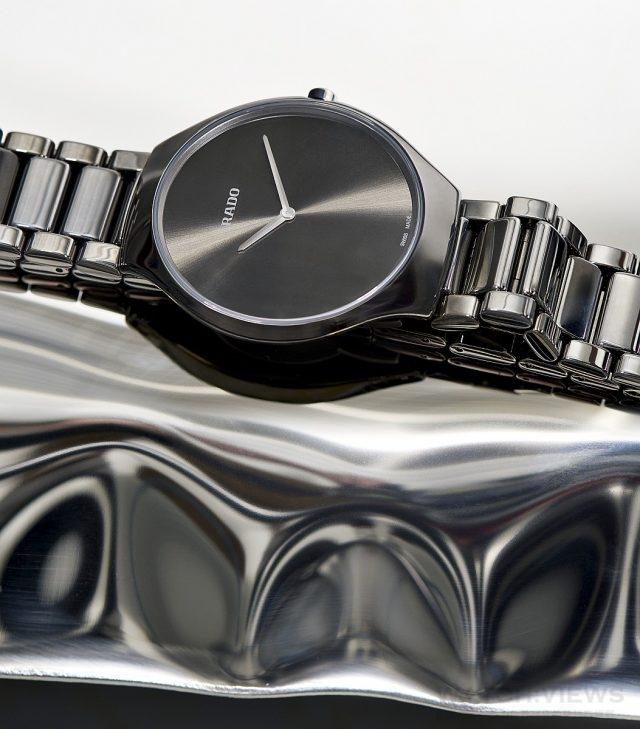 True Thinline 真薄系列,高科技陶瓷或拋光等離子高科技陶瓷錶殼,錶徑39毫米,時、分指示,ETA 210.001石英機芯,藍寶石水晶鏡面,高科技陶瓷鍊帶,防水30米。建議售價:高科技陶瓷款 NTD68,100,等離子高科技款NTD74,700。