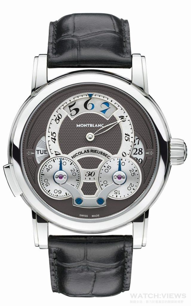 萬寶龍Nicolas Rieussec系列Rising Hours計時腕錶直徑43mm,精鋼錶殼,萬寶龍MB R220自製自動機芯,每小時振頻28,800次,動力儲存72小時/小時與分鐘偏心指示,阿拉伯數字小時顯示並整合日夜顯示,日期轉盤顯示,星期轉盤顯示,錶背有動力儲存顯示/單按把計時碼錶功能/灰色錶面裝飾以手工鐫刻麥穗扭索紋,圓弧形藍寶石水晶鏡面玻璃,雙面具抗反光處理,黑色鱷魚皮手工縫製錶帶,搭配精鋼折疊式錶釦,防水30米,建議售價NTD419,700。