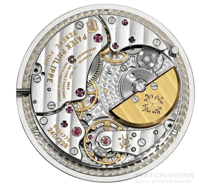 世界時間腕錶Ref. 5230R及5230G配備240 HU自動上鍊機芯,22K金迷你擺動陀,動力儲存48小時。