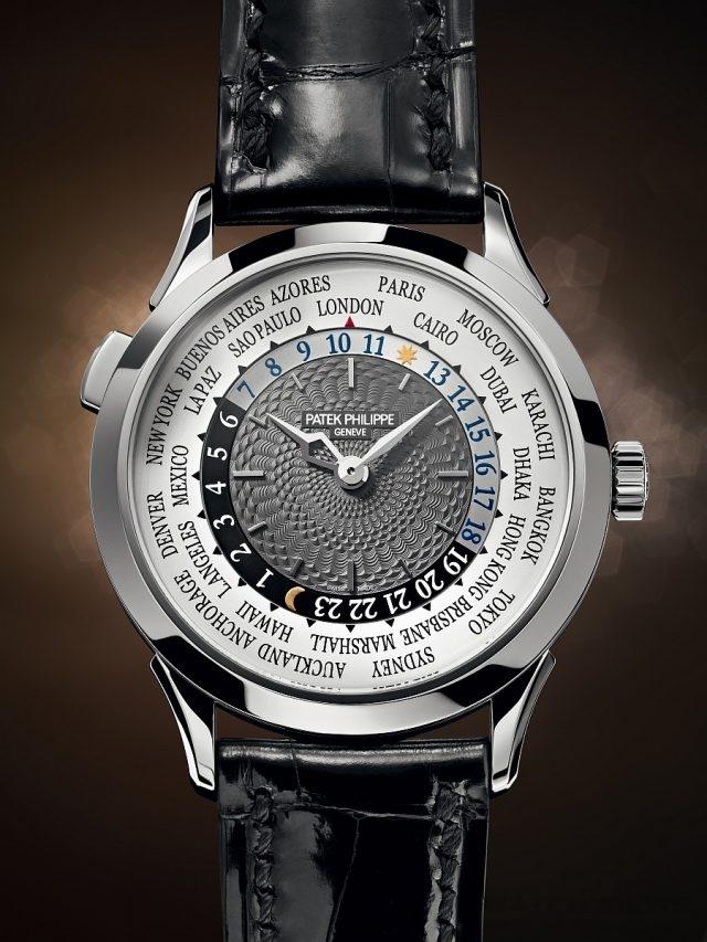 世界時間腕錶Ref. 5230G18K白金錶殼,錶徑38.5毫米,時、分、世界時間顯示(城巿顯示盤列出24個城巿名稱,24小時顯示環兼備日/夜指示,以不同顏色與日/月符號表達),240 HU自動上鍊機芯,22K金迷你擺動陀,動力儲存48小時,百達翡麗印記,防水30米,藍寶石水晶玻璃鏡面及後底蓋,亮麗黑色鱷魚皮錶帶附摺疊扣。