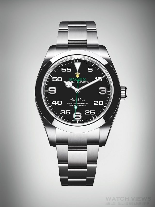 Oyster Perpetual Air-King Ref.116900(蠔式恒動空中霸王型)腕錶904L鋼錶殼,錶徑40毫米,中央時、分及秒針、秒針暫停以準確調校時間,18 ct 白色黃金 3, 6, 9 數字,18 ct 白色黃金易讀 Chromalight 夜光三角標記位於12 點位置(持久發光),白色移印分鐘數字,Chromalight 18 ct 白色黃金夜光指針,綠色秒針,勞力士3131型自動上鏈機械機芯,每天正負兩秒以內(機芯裝進錶殼後),順磁性藍色Parachrom 游絲、高性能Paraflex 緩震裝置,防刮損藍水晶玻璃鏡面,動力儲備約 48 小時,防水100米,904L不銹鋼錶帶附摺疊蠔式保險扣及5 毫米易調鏈節。