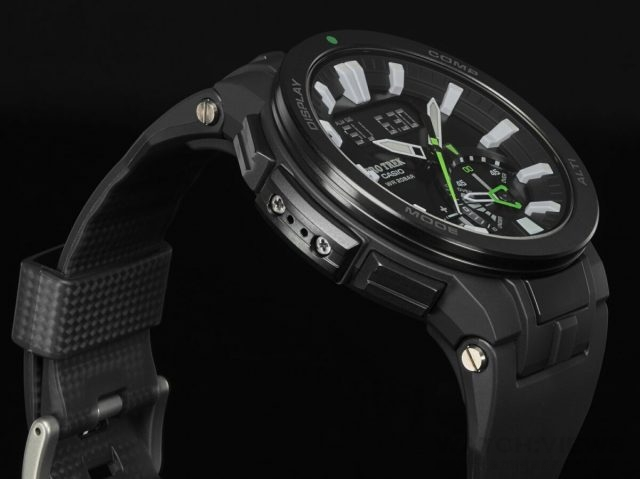 CASIO PRO TREK PRW-7000-1A的碳纖維橡膠錶帶,提升整體錶帶耐用性。