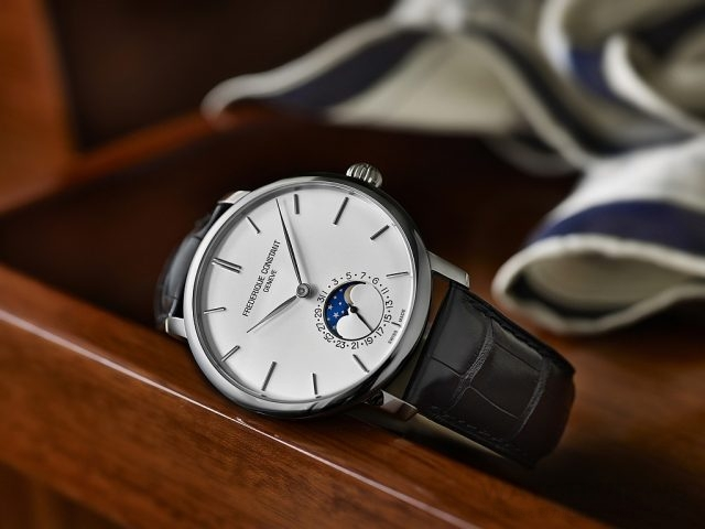 FC-705超薄月相男錶 型號FC-705S4S6,三層不鏽鋼錶殼,直徑42毫米,弧形銀色面盤,時、分、月相、指針式日期顯示,可透視錶背蓋,防水 30M,FC-705 自製自動機芯,透過錶冠即可調整日期顯示盤以及月相功能,26 顆寶石, 42小時動力儲存,黑色鱷魚皮錶帶搭配不鏽鋼錶扣,建議售價NTD111,000。