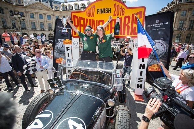 2016年「北京到巴黎汽車挑戰賽」車手抵達終點巴黎的盛況