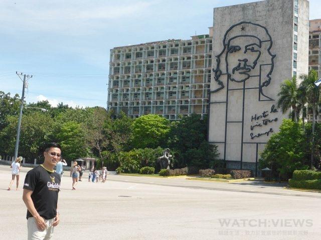 James 攝於古巴革命廣場