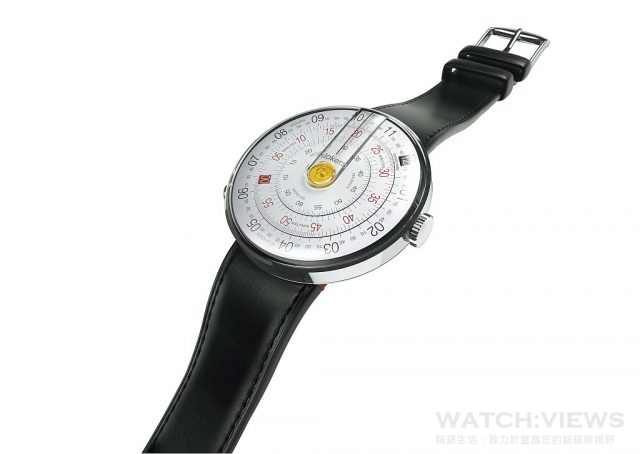KLOK-01的44 毫米錶殼是由複合金屬聚合物製成,強度高,重量低,確保腕錶在各種大小的手腕上都能舒適配戴。錶殼的8點鐘方向有個按鈕(klokers鍵),可以將手錶從「快拆」介面上取下,從而方便更換手錶和錶帶。
