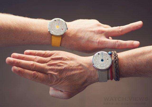 KLOK-01 腕錶的靈感來自於計算尺,一種曾經無處不在的計算儀器。KLOK-01腕錶的錶盤由三個同心旋轉圓盤組成,分別對應時、分、秒 ,以不同的速度旋轉,滑動於彼此間的刻度。