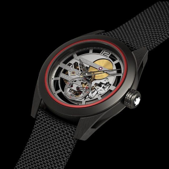 萬寶龍Timewalker時光行者系列Pythagore超輕概念腕錶型號114926,超輕材質錶殼,包括鈦金屬、DLC和ITR²®Kevlar®/碳,直徑 40毫米,緞面處理黑色DLC塗層鈦製錶耳,中等尺寸錶圈,啞光 ITR²®Kevlar®/碳制底蓋和錶冠,鏤空鈦金屬主錶盤, 浮刻阿拉伯數字刻度,分鐘刻度環採用灰色鑲邊黑點的五分鐘時標,時、分、小秒針,萬寶龍自製 MB M62.48機械機芯,直徑31.6毫米,高度 3.9毫米, 鏤空鈦合金圓盤及夾板,黑色尼龍小牛皮錶帶,重量 14.88克,經過萬寶龍實驗室500小時品質測試,專為林丹量身打造,全球限量僅1只,不對外販售、錶款無價。