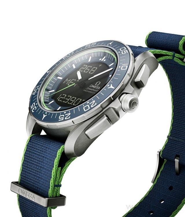 超霸Speedmaster Skywalker X-33 「太陽能飛行計畫」Solar Impulse限量版腕錶搭配綠色邊線藍色「NATO」錶帶,並限量發行1,924只。