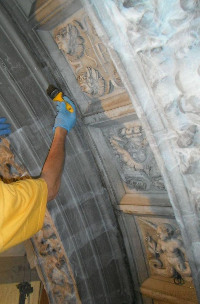 stone_doorway_restoration_chapter_hall_scuola_grande_di_san_rocco-credit_monica_vial_and_renzo_benedetti_3
