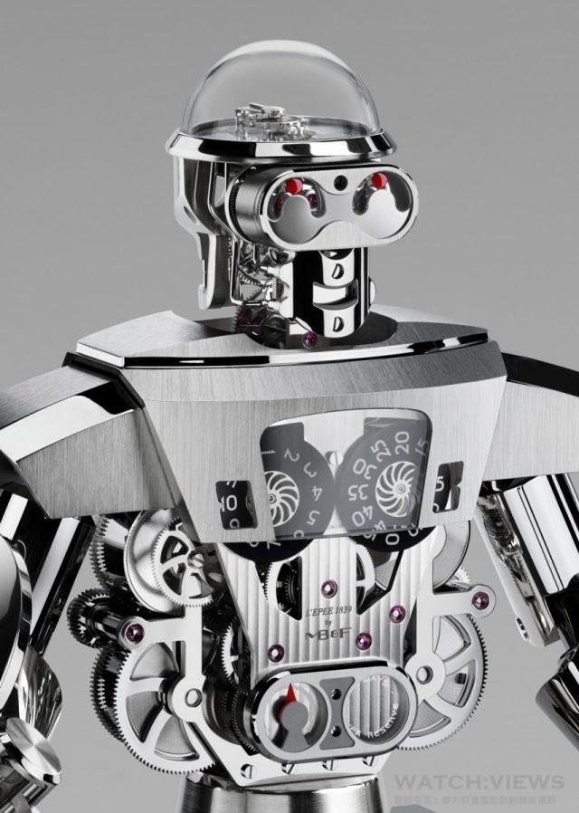 對那些刻意觀察 Balthazar 頭顱內魔鬼終結式的怪誕凹陷紅眼來說,開發團隊也設計了一個出乎意料的驚喜,完美展現出「形隨機能」的宗旨。這雙紅眼實際上是以紅寶石軸承製成,可支援機器人另一臉的 20 秒逆跳顯示功能。