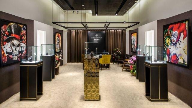 高登鐘錶板橋大遠百全新形象店,摒棄過往常見的大型錶款陳列櫃及銷售櫃台,將鐘錶以藝術展覽形式展出,率先開創全新的賞錶體驗概念。