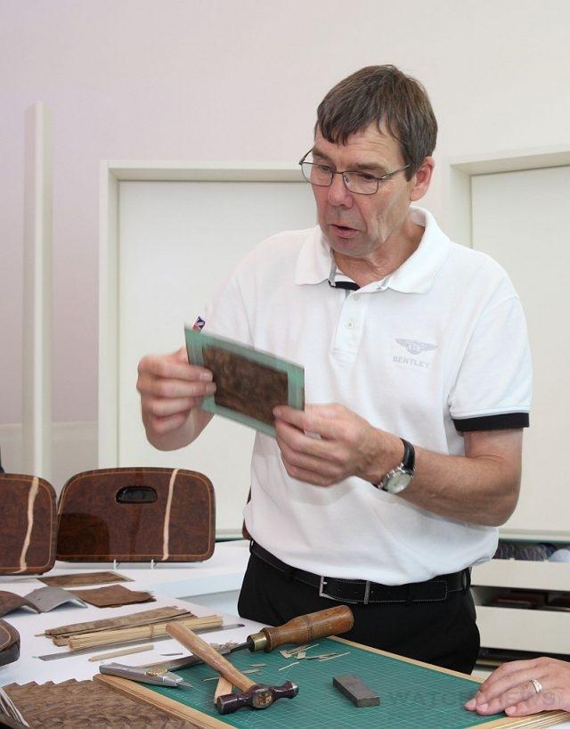 Bentley Motors台灣總代理 永三汽車用最高規格邀請來自Bentley原廠客製化部門資深木匠Mr. Dave Maddock來台,讓與會貴賓可近距離一睹木匠平日實作的高超技術,窺探原廠內部的神秘風采。