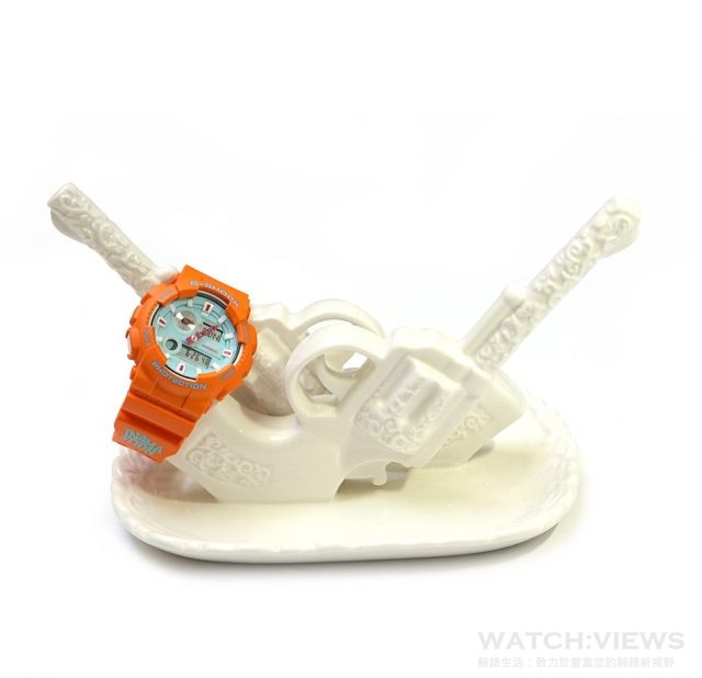 G-SHOCK x IN4MATION的藍色錶盤代表海水的藍色泡沫。