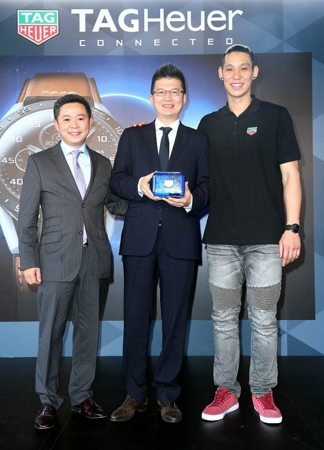 品牌大使林書豪、TAG Heuer泰格豪雅大中華區總經理Leo Poon與台北101董事長周德宇合影。