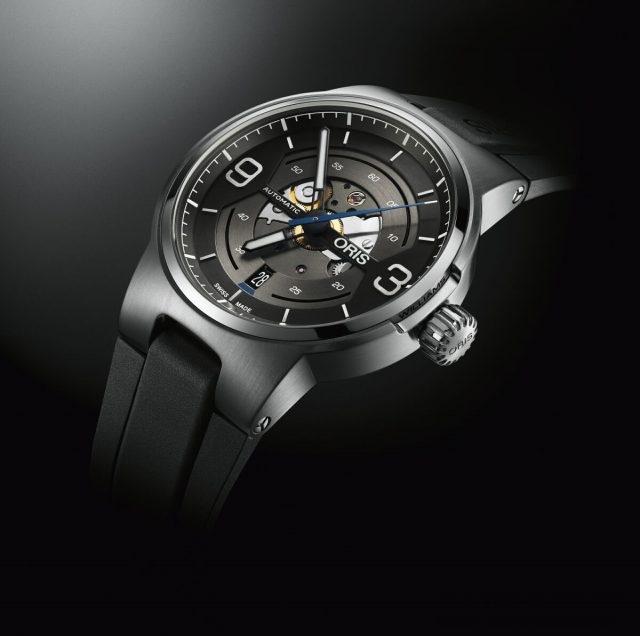 Oris Williams鏤空機械日期錶,展現了部分的槍灰色機芯。