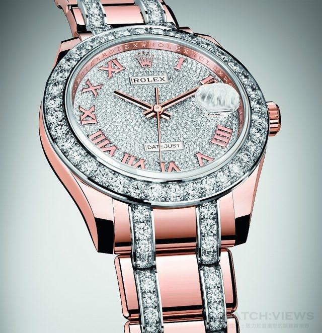 Oyster Perpetual Datejust Pearmaster 39腕錶的精緻錶盤上密鑲鑽石,每一顆都經過勞力士寶石鑒定部門的嚴密檢驗,以符合品牌對寶石品質及可靠性的嚴苛要求。由於這些七彩寶石呈現繽紛多姿的天然色調,每顆均以手工精挑細選,確保腕錶上的寶色有著相同的色澤。